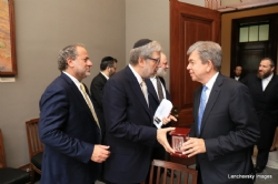 Sol Goldner presenting to US Senator Roy Blunt, EzraFriedlander