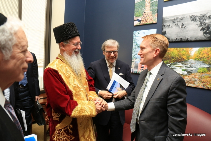 Bukharian Chief Rabbi Itzhak Yehoshua thanking US. Senator James Lankford for his support, , , ezra friedlander