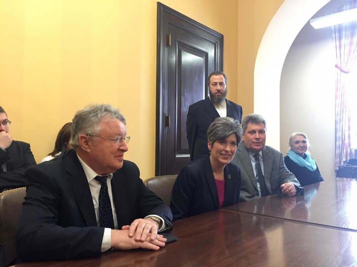 Delegation with US Senator Joni Ernst, Joni Ernst, , ezra friedlander