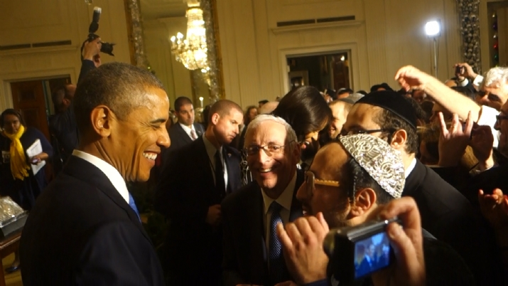 President Barack Obama talking to Lipa Schmeltzer, , White House, ezra friedlander